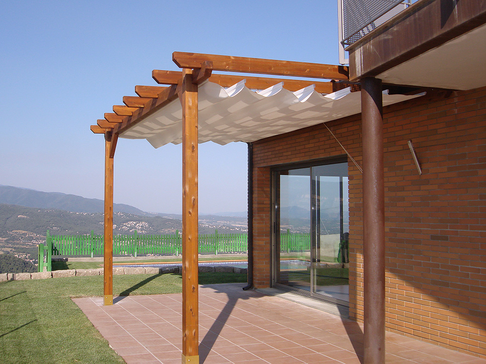 P rgolas y porches de madera speedgrass for Lamparas para pergolas