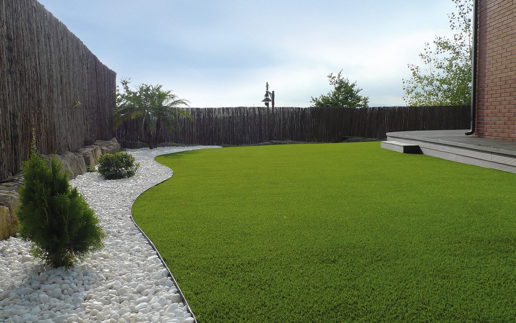 Speedgrass jard n terraza cesped artificial mobiliario - Terrazas con cesped artificial ...
