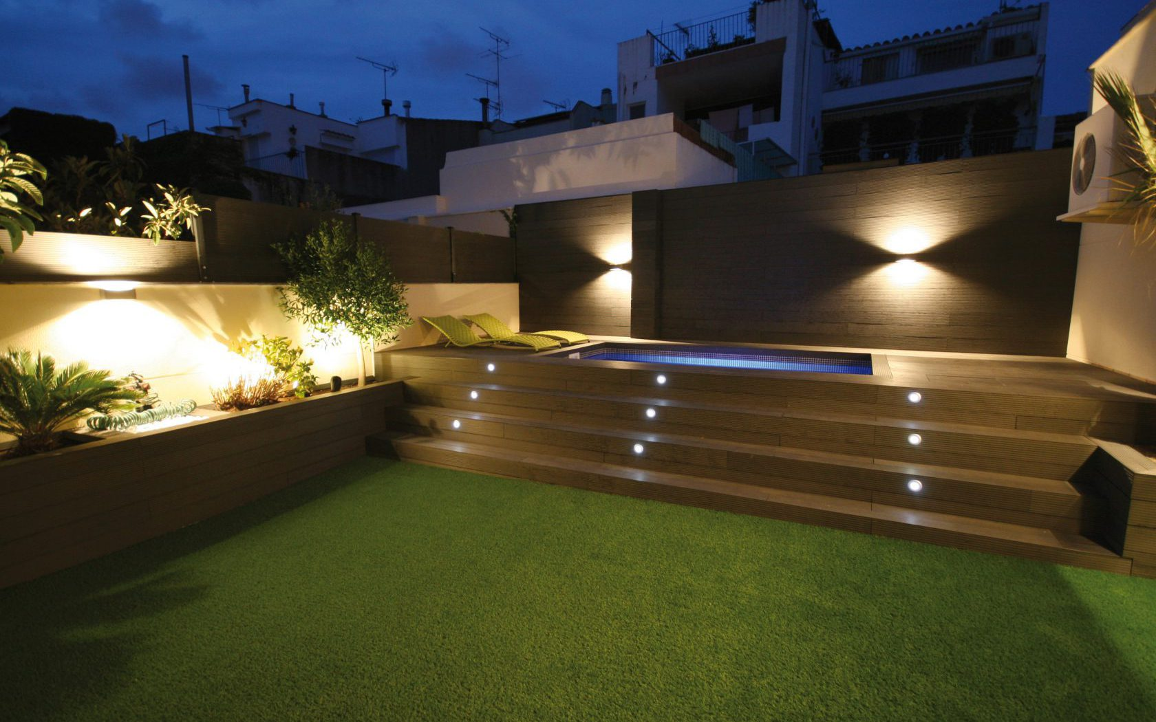 Speedgrass jard n terraza cesped artificial mobiliario for Terrazas y piscinas modernas